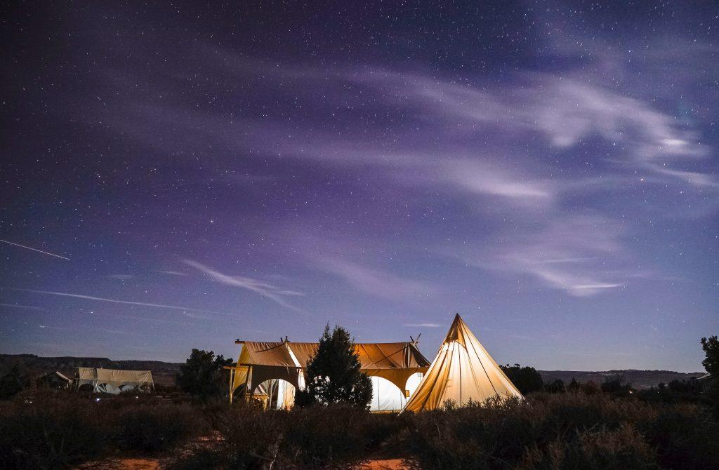El Glamping es una nueva forma de acampar, encontrarás todo tipo de decoración y lujos para tu hogar en el campo.