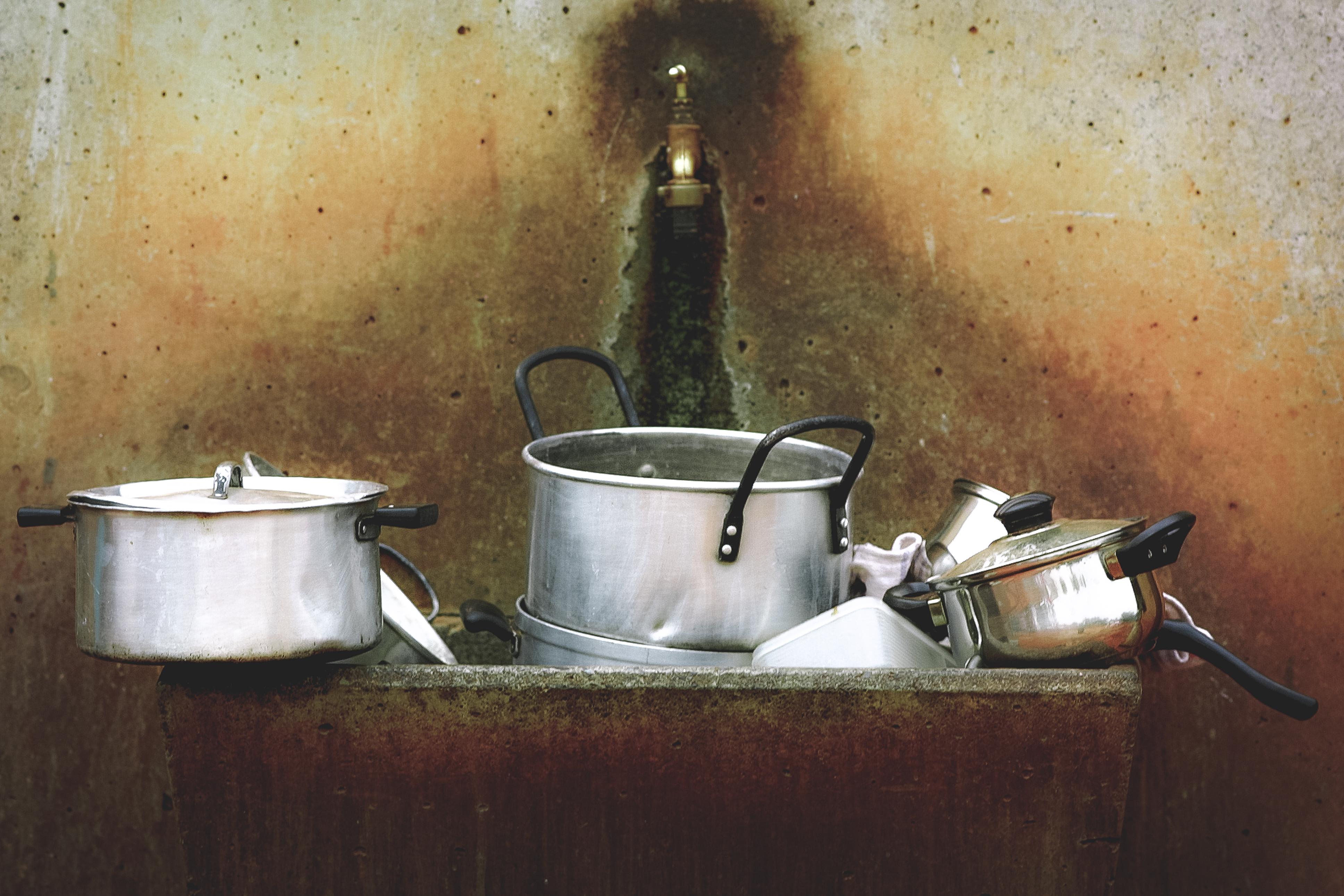fregadero para tu hogar que debes limpiar ya que se acumulan bacterias