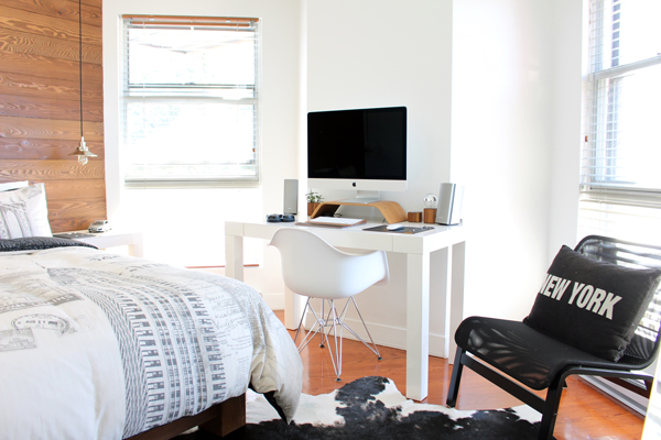 Habitación paredes madera muebles