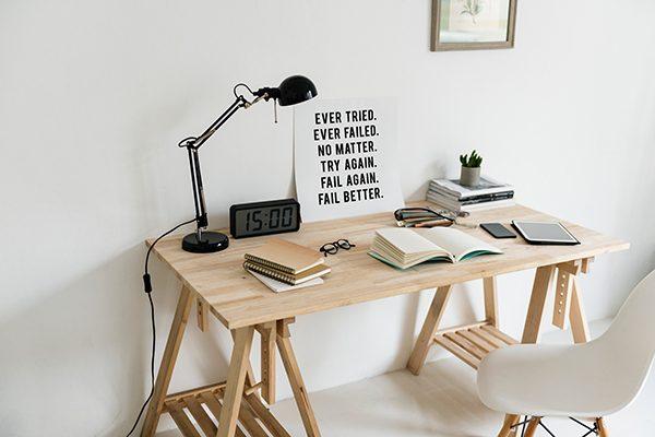 mesa libros madera