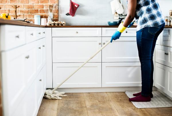 trucos de limpieza para la cocina suelo