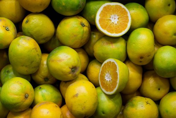 Limpiar el frigorifico limón